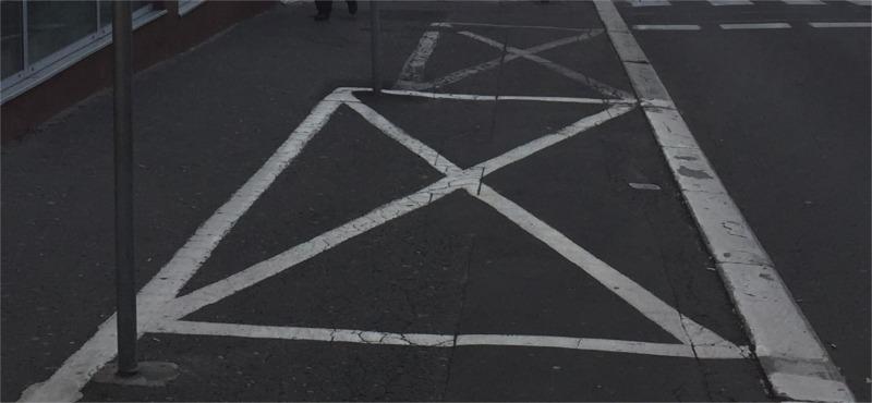 Wałbrzych oznakowanie parkingu na chodniku